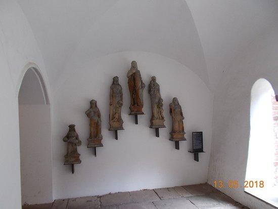 Verden (Aller), Jerman: ...die Tugenden am Eingang zum Dom...