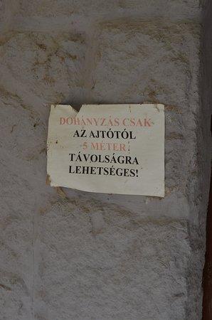 Paks, Ουγγαρία: Végül is olvasható. Ha majd végletesen lerohad, teszünk ki másikat....