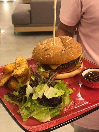 Loutraki, Yunani: Hamburger