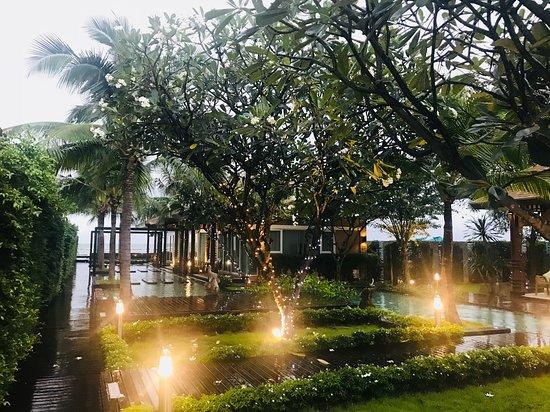 Hat Chao Samran, Tailandia: บรรยากาศดีมาก เป็น ห้องพักเป็น pool villa เกือบทุกห้อง สวยมาก
