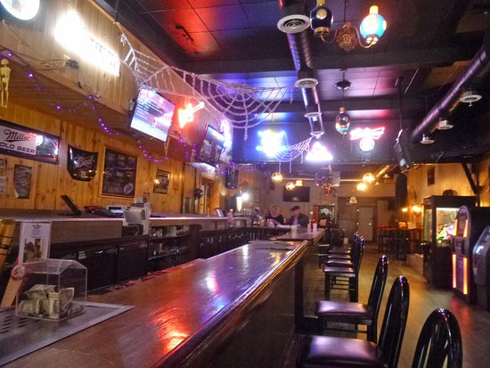 Chisholm, MN: Lengthy oblong bar