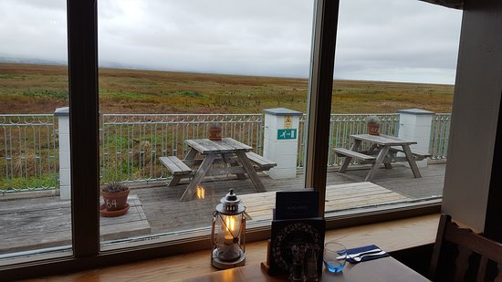 Parkgate, UK: Looking towards the Welsh hills with outside seating area