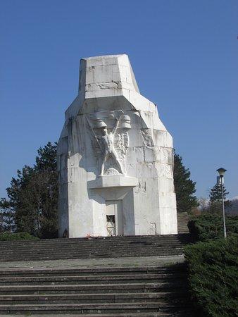 Banja Luka, Bósnia-Herzegovina: Frente del monumento