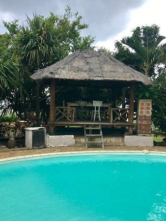 Trois Bassins, Ile de La Réunion : Beds autour de la piscine