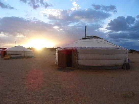 Dornogovi Province, منغوليا: Camp dining ger