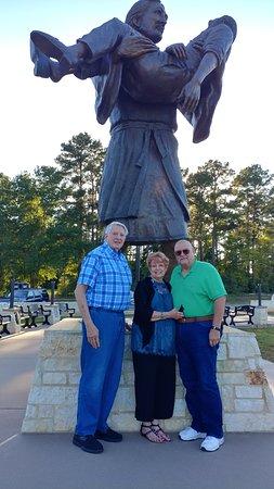 Carthage, TX: Janice & Gary Pirkey with Mr. Harness
