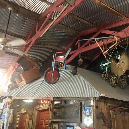 Yellville, AR: Really nice rustic interior.