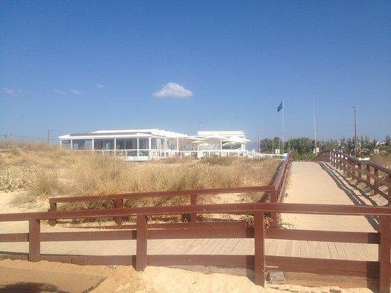 Praia de Alvor: Acesso ao restaurante e estacionamento
