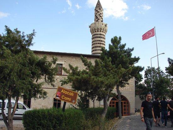 Alacalı Cami