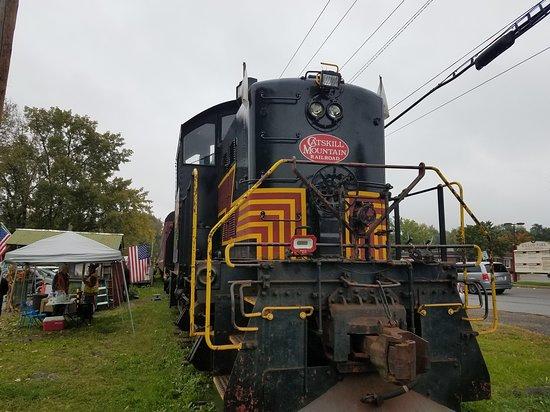 Shokan, NY: A nice old ALCO engine