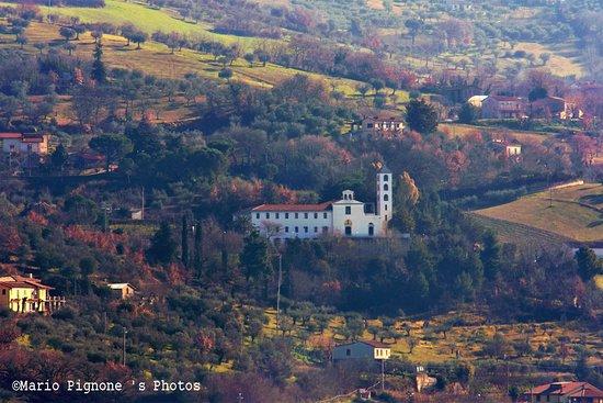 Apice, إيطاليا: Nel 1535 P. Ludovico da Fossombrone, vicario generale dell'Ordine, acquista il suolo.  La chiesa