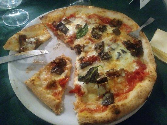 San Mango Piemonte, Italy: Pizza Siciliana
