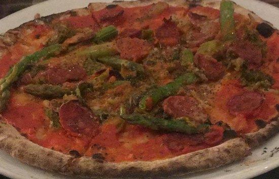 San Pancrazio Salentino, Italie : Pizza La Salentina con impasto ai 7 cereali