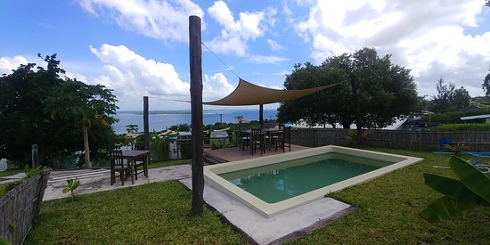 Nacala, Moçambique: Lodge guest swimming pool. Pool deck with outdoor furniture and an uninterrupted sea view.