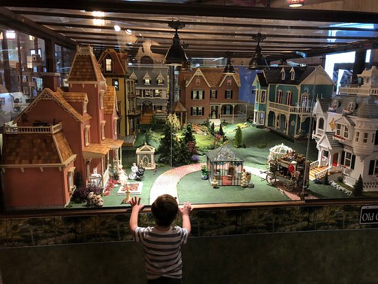 The Great American Dollhouse Museum: Three year old grandson...fascinated!