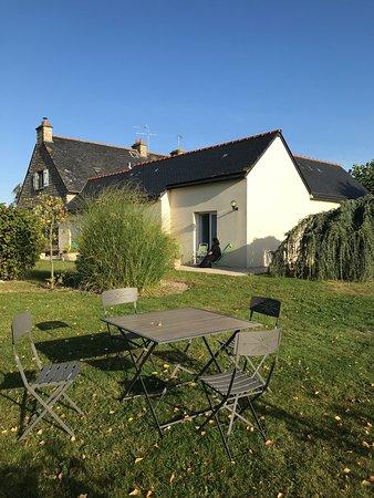 Saint-Quentin-sur-le-Homme, فرنسا: テラスを出れば心温まる庭園
