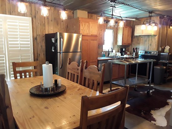 Hackberry, LA: Lodge 3 kitchen and dining area