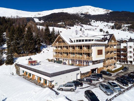 Südansicht des Hotels im Winter (351681209)