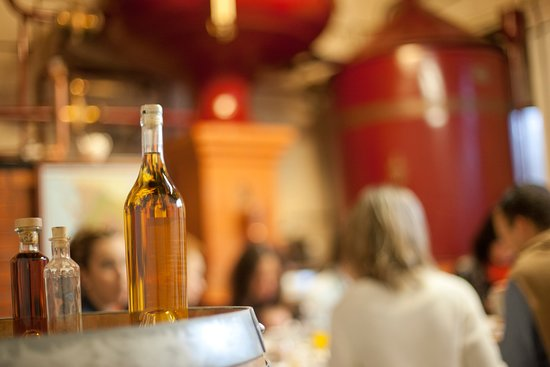 Ozillac, Frankrike: Le petit déjeuner du Vigneron au pied de l'alambic