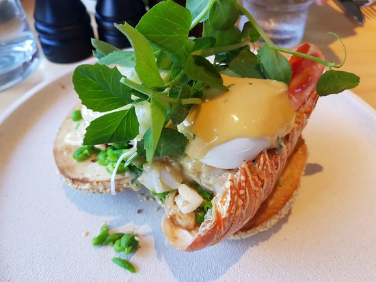 Lindfield, أستراليا: Butter Roasted Lobster Tail, Poached Egg on Seeded Bagel
