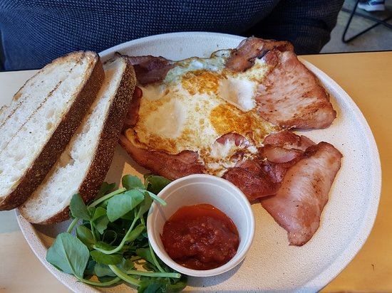 Lindfield, أستراليا: One Pan, Fried Eggs and Charred Bacon