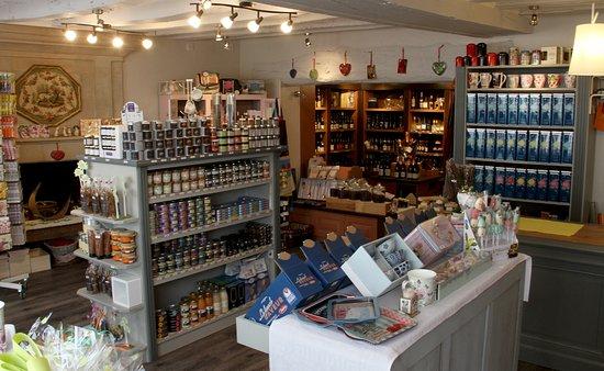 Les Rosiers sur Loire, Francja: Le coin épicerie fine où vous trouverez une multitude de produits gourmands