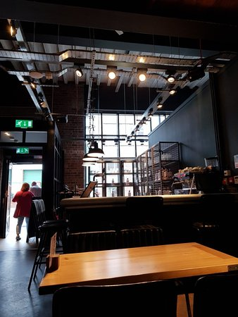 Love Lane Brewery Bar and Kitchen: Great brewpub and tap room