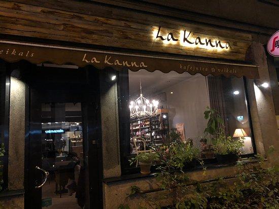 La Kanna: Outside