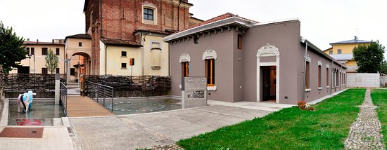 Lodi, Italie : The photo depict the building that hosts the Folligeniali Museum