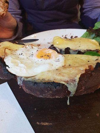 The Big Rock Cafe: Cheese on toast with egg
