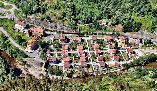 Mieres, Spanyol: Vista del poblado desde Grameo