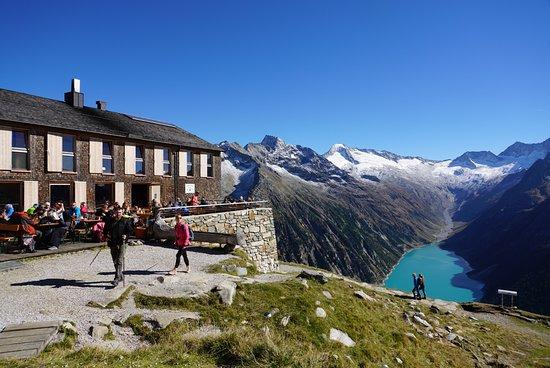 Ginzling, Αυστρία: Olperer Hütte mit Blick auf den Stausee