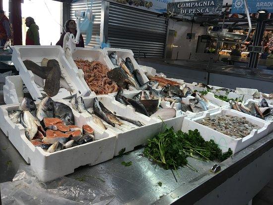 Civitavecchia Port: Рынок