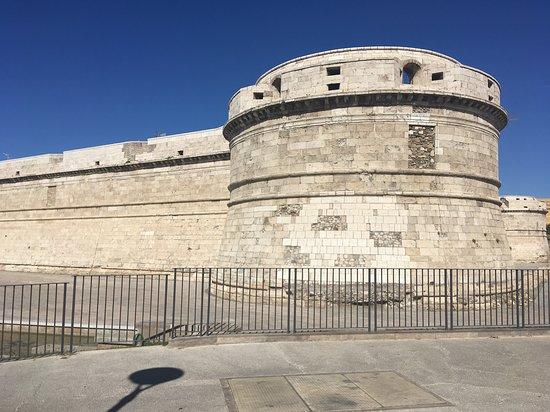 Civitavecchia Port: крепость