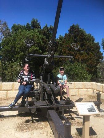 Mosman Park, Australia: Hands on the guns