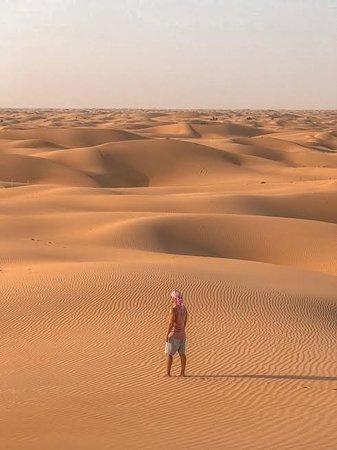 Al Khatim, สหรัฐอาหรับเอมิเรตส์: Ein paar Meter neben dem Hotel hat man diese Aussicht in den Dünnen!