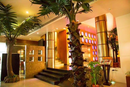 Peninsula Restaurant: Entrance