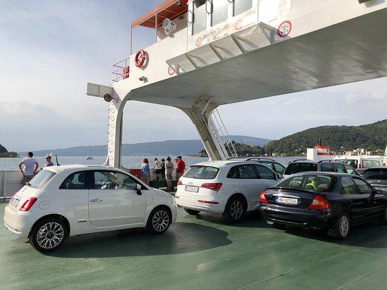 Kamenari, Montenegro: Fähre