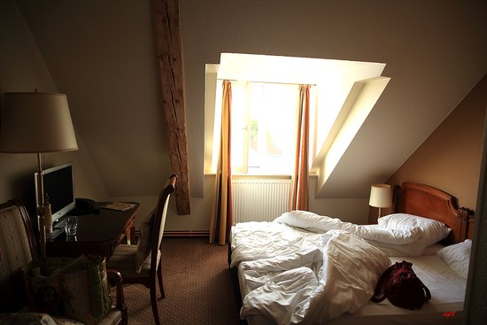 chambre sous les toits - Picture of Hotel Kaiserworth ...
