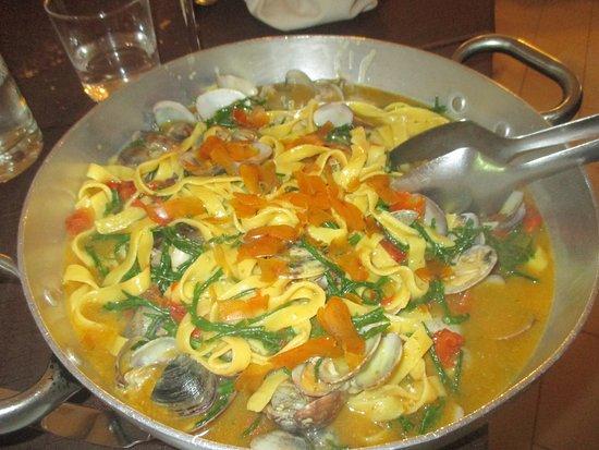 Osteria Gioia e Gusto: pappardelle ai frutti di mare (vongole-bottarga-asparagi di mare)