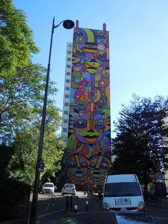 Fresque Un totem dans la ville