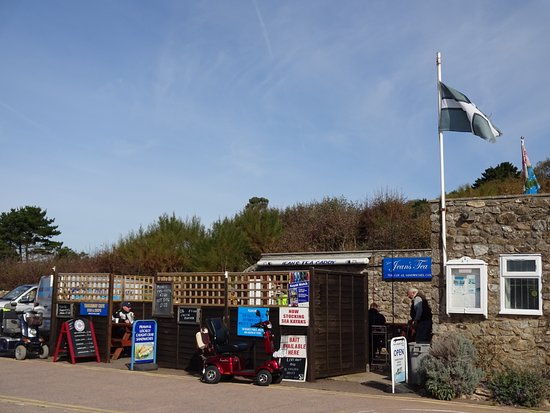 Axmouth, UK: Great little cafe with sheltered outdoor seating at picnic tables