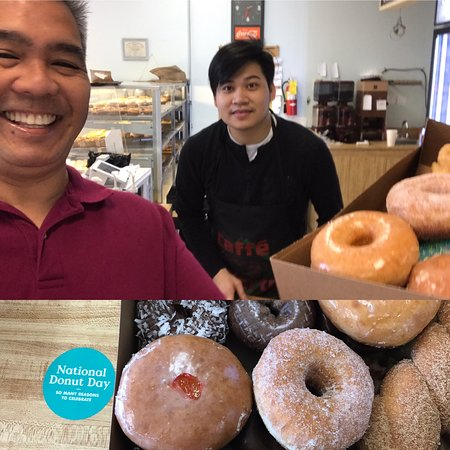 Mountlake Terrace, WA: Countryside Donuts is the best!