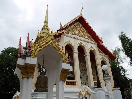 Roi Et, Thailand: Temple grounds.