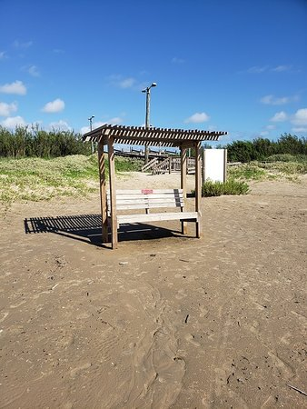 Quintana, Техас: Benches are available for seating