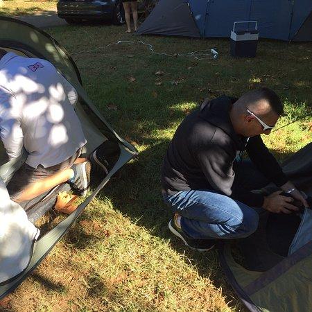 Cenac-et-Saint-Julien, Frankrijk: Plein de place pour monter les tentes...