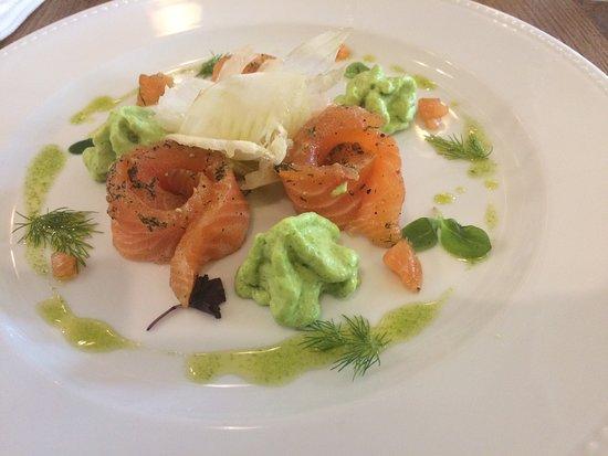 Courzieu, Francia: 1 Rosace de saumon gravlax à ma façon, espuma anisé et vinaigrette de fenouil