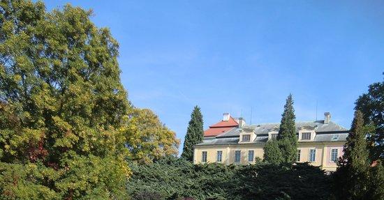 Dvur Kralove nad Labem, República Checa: Pohled na zámek z anglického parku