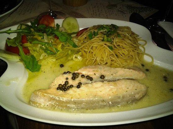 Der Lachs zergeht auf der Zunge, die Pasta ist al dente, die Sauce ein Traum