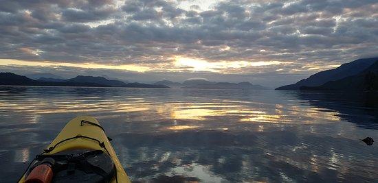 Quathiaski Cove, แคนาดา: Sunrise paddle